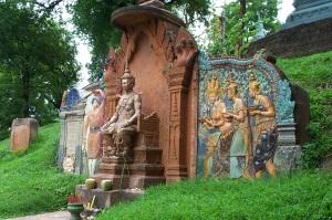 Wat Shrine_outside_Wat_Phnom